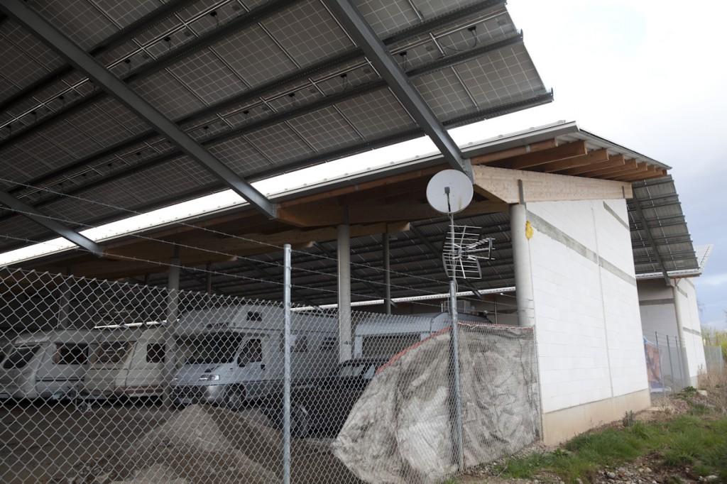 Doppelt rentabel: Stellplatz- und Hallenvermietung und Solardach