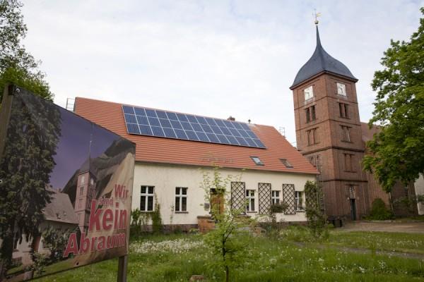 Pfarrhaus und Kirche in Atterwasch