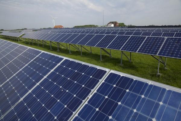 Solarfeld des Hybridkraftwerks Pellworm